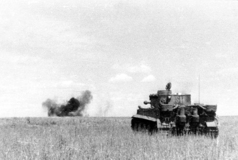 Bundesarchiv_Bild_101III-Groenert-019-23A_Schlacht_um_Kursk_Panzer_VI_Tiger_I