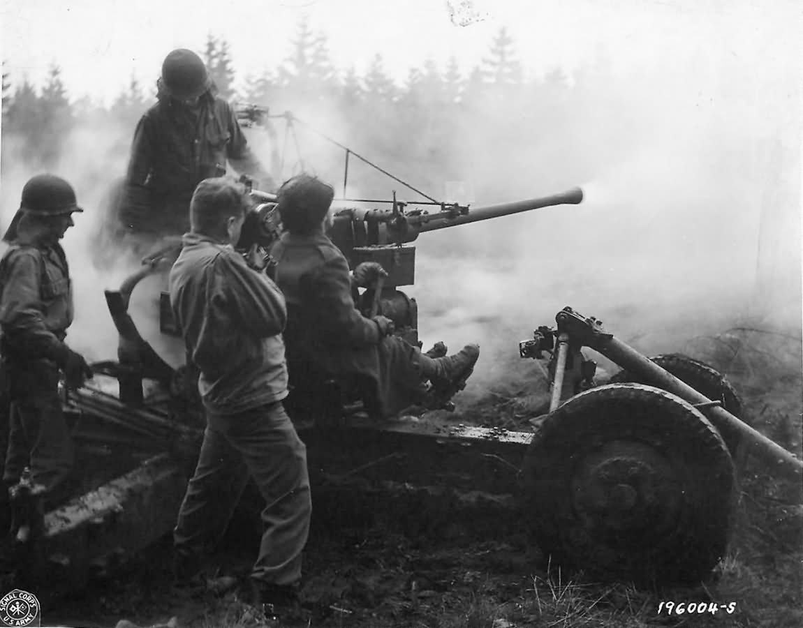 Soldiers_of_the_461st_anti-aircraft_Battalion_fire_a_40mm_Bofors_gun_at_ground_targets_near_Monschau_Germany_1944